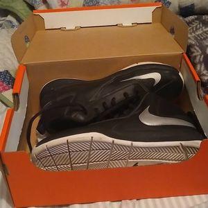 Nike boys basketball shoes 3y